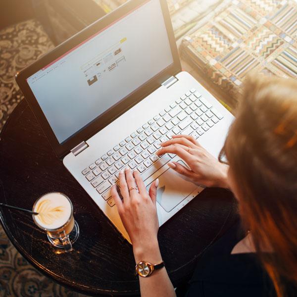 IT firma, der leverer online information og rådgivning